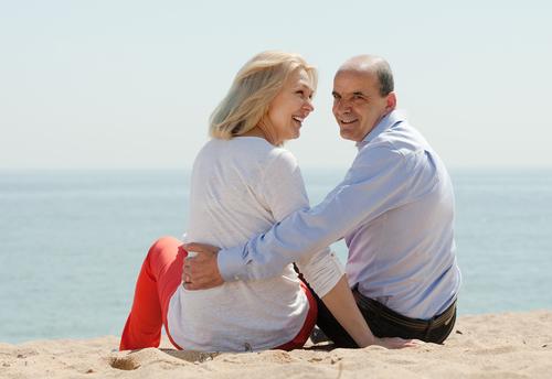 Relacionamentos amorosos e convívio social ativo aumentam a longevidade dos idosos